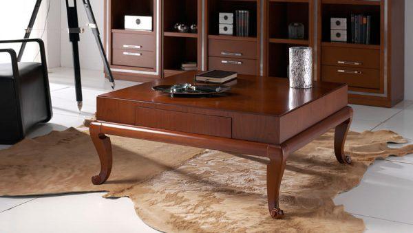 Mesa de café tradicional en madera