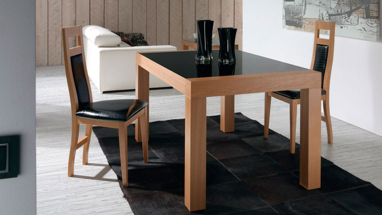 Mesa de comedor 276 0 muebles zhar for Mesas de comedor cuadradas modernas